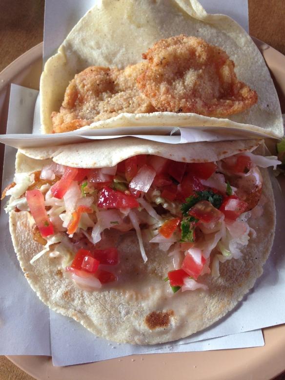 Un taco de pescado y uno de camarón de Don Zefe. Una delicia. Foto: María A. Mejía