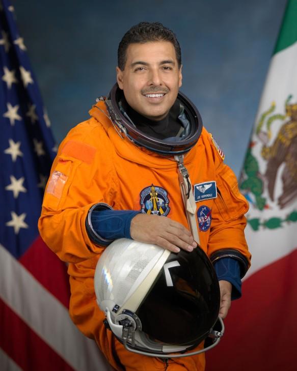 Cuando trabajaba en el campo de chiquito soñaba con llegar hasta el espacio.