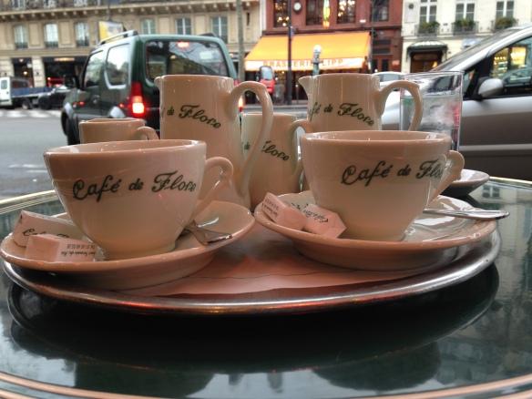 Tomar algo en el Café de Flore debe ser una parada obligada en París. Foto: María A. Mejía