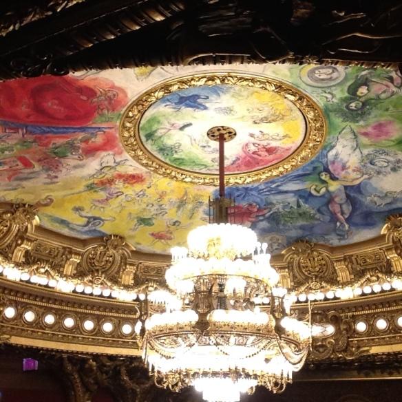 El techo de la Ópera Garnier pintado por Marc Chagall. Foto: María A. Mejía